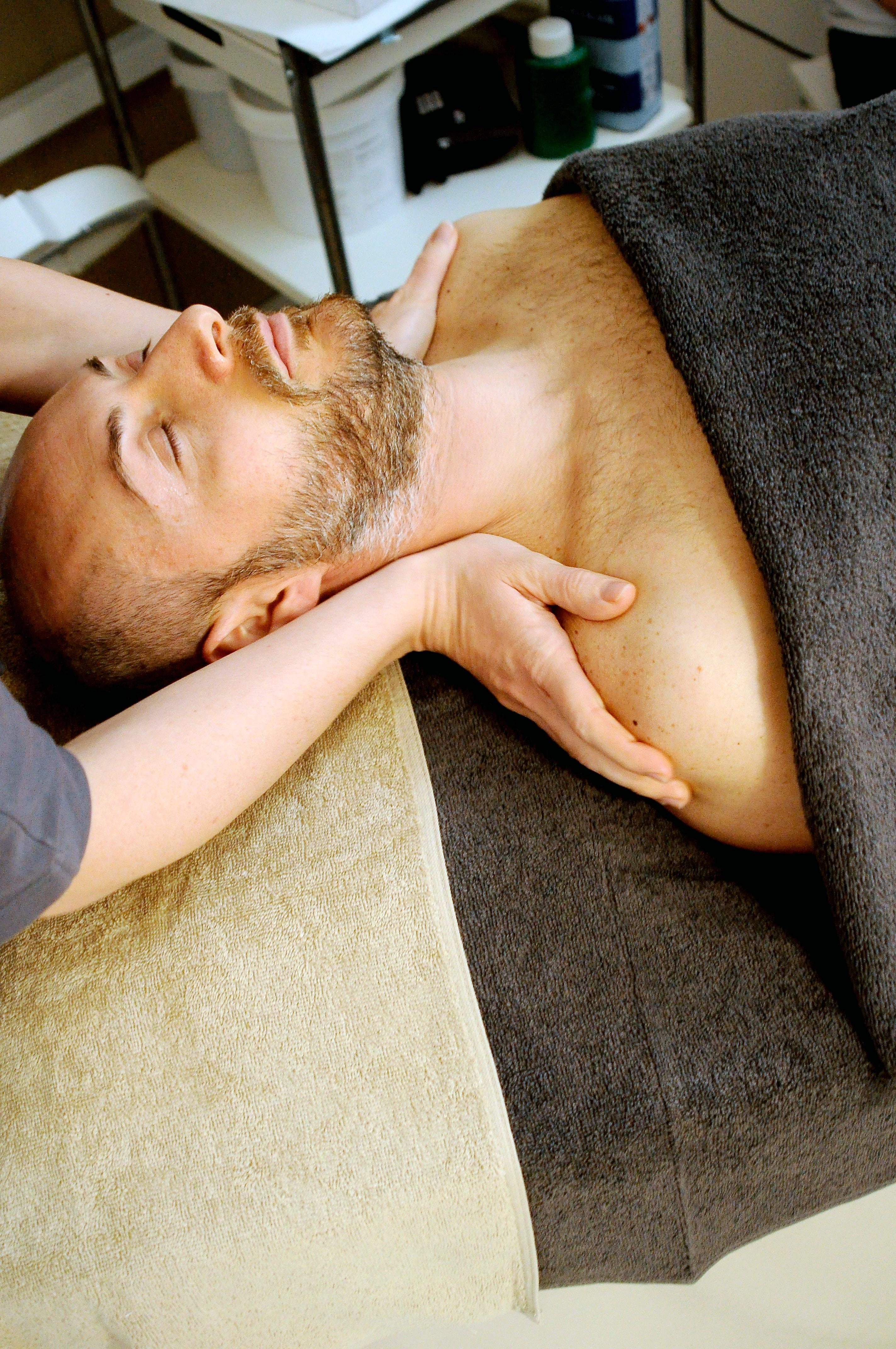 Wir bieten verschiedene Therapieformen an, unter Anderem Massage, Lymphdrainage und vieles mehr.